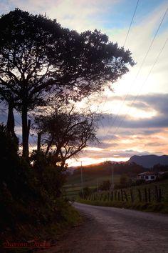 #saromfocus #sunset #cloudy #paisaje #atardecer #landscape #calm #tranquility #peace #trees #sunday #Mountains #sun    #rural #colors Fotografía realizada en la vereda de San Jorge en Zipaquirá Cundinamarca.