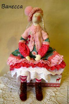 Купить Тильдуся - фуксия, подарок, Новый Год, 8 мартра, текстильная кукла, текстильная игрушка