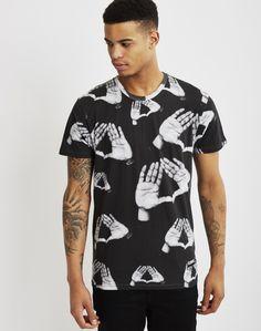 Eleven Paris Hova T-Shirt Black | Shop men's clothing at The Idle Man Eleven Paris, Men's Clothing, Contemporary Style, Parisian, Street Wear, Men Casual, Man Shop, Mens Tops, How To Wear