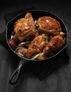 Recipes using cast iron cookware. Garlic Chicken with Maple-Chipotle Glaze Recipe Note:  Broken link to original recipe.  Try this one instead: http://www.tasteofhome.com/recipes/garlic-chicken-with-maple-chipotle-glaze