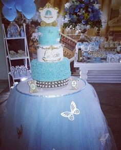 Festa Cinderela bolo maravilhoso da nossa parceira @fefesteirafs #riobelasfestas #festainfantil #festacinderela #festamenina #festaprincesa