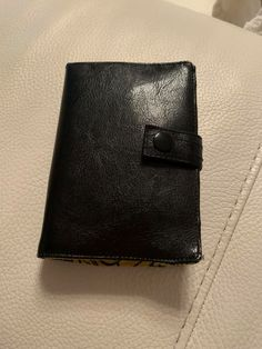 Portefeuille Compère en simili noir cousu par Agnes - Patron Sacôtin