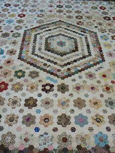 Hexagon Medallion, Quilt Index Record: 59-9A-116, South Africa Quilt Project; center started abt 1818, finished 1875 by Miss Grace Ellis
