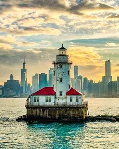 Chicago Harbor Lighthouse on Lake Michigan - Chicago IL. Florida Living, South Florida, Chicago Photography, Chicago Illinois, Chicago Riverwalk, Wow Art, Great Lakes, Places To See, Nature