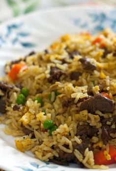 If you're looking for an excellent spring food idea, try this simple Beef Fried Rice recipe. Use chicken, shrimp, or tofu instead of beef. But always use day old or cold rice. Asian Recipes, Beef Recipes, Cooking Recipes, Healthy Recipes, Ethnic Recipes, Leftover Steak Recipes, Beef Tips, Chinese Recipes, Yummy Recipes