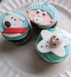 winter cupcakes - I love the snowman!