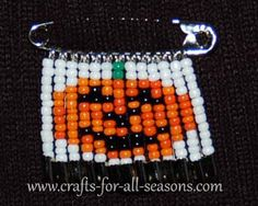 Pumpkin Beaded Safety Pin Pattern from Crafts For All Seasons Safety Pin Bracelet, Safety Pin Jewelry, Safety Pin Earrings, Safety Pin Art, Safety Pin Crafts, Safety Pins, Pony Bead Patterns, Beaded Jewelry Patterns, Beading Patterns