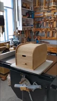 Wood Projects For Beginners, Scrap Wood Projects, Diy Furniture Plans Wood Projects, Woodworking Furniture, Woodworking Shop, Woodworking Plans, Woodworking Beginner, Wood Working For Beginners, Unique Woodworking