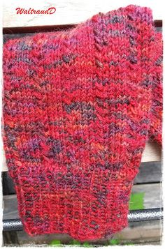 In between, a pair of socks was finished. They are men's socks of size … – Socken Stricken Knitting Socks, Baby Knitting, Crochet Baby, Knit Socks, Crochet Potholder Patterns, Knitting Patterns, Knitting Ideas, Baby Boy Booties, Beauty Case