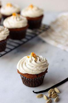 Grain-free Cardamom Vanilla Bean Cupcakes  | Paleo dessert recipes