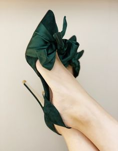 These sublime evening shoes have been designed by Emmy, especially for the party season. Florence Greenery sits on a slim 105mm heel. The flattering half d'Orsay silhouette is finished with a playful satin bow that can be re-tied to suit your style. Handmade using luxurious green suede that moulds beautifully to your f Pretty Shoes, Beautiful Shoes, Cute Shoes, Me Too Shoes, Gorgeous Heels, Evening Shoes, Carrie Bradshaw, Wedding Shoes, Gift Wedding