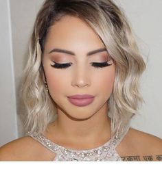 I want to make-up like her Wedding Makeup For Blue Eyes, Bridal Makeup Looks, Bridal Hair And Makeup, Evening Wedding Makeup, Wedding Makeup Looks, Natural Wedding Makeup, Bride Makeup, Bridesmaid Makeup Natural, Simple Prom Makeup