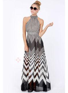 Vestido largo, en patrones blanco con negro Long dress, in white with black patterns