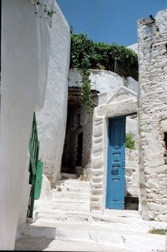 Amorgos-chora Greek Isles, Paradise On Earth, Greece Travel, Homeland, Arches, Speakers, Most Beautiful, Corner, Windows