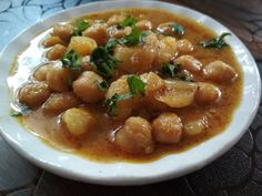 Enjoy Homemade chole masala recipe Chole masala recipe is one of the most common dishes you will see in any restaurant menu or any house party .it also known as Kabuli chana masala, white chana or chickpeas. Kabuli Chana, Masala Recipe, Menu Restaurant, Naan, Chickpeas, House Party, Chana Masala, Roast, Homemade