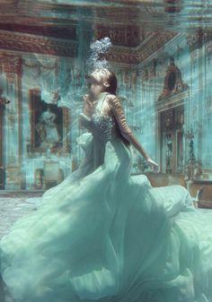 Underwater Wedding Pics | MORE INSPIRATION > www.yesbabydaily.com