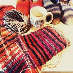 Super helpot huovutetut tossut ohjeen kera Straw Bag, Winter Hats, Knitting, Crochet, Bags, Handbags, Tricot, Breien, Stricken