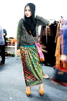 nggak bisa komen kalo dian pelangi yang make HIJAB Muslimah Clothing, Modest Fashion Hijab, Hijab Chic, Muslim Fashion, Hijab Wear, Hijab Outfit, Cute Fashion, Girl Fashion, Womens Fashion