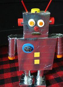 Cardboard robot for preschoolers | Recycled robot craft
