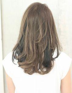 2013年冬ヘアスタイルはエアリー感とぬけ感がポイント★カラーはツヤ、深みのある<ノーブルカラー>がオススメ。お客様の髪質、骨格、輪郭を把握し必ず似合うヘアスタイルを作ります。小顔効果、骨格矯正CUTは僕にお任せ下さい。このヘアスタイルは年代を問いません。20代~40代、50代と幅広く対応します。このヘアスタイルは黒髪OKとくにのばしかけの女性にも似合います。 <パーマ> クセのある方は縮毛矯正を、アフロートの縮毛矯正は毛先にワンカールつけナチュラルな仕上がりになります。アイロン(コテ)を使えない方はパーマがオススメ、ショート~ロングまでAFLOATの柔らかい質感と曲線、丸みのあるヘアスタイルをお楽しみ下さい。アイロン(コテ)を使える方は基本の使い方から僕がレクチャーしますのでご相談下さい。 <カラー> 今季人気のカラーはツヤ感、深みをだす色です。色味、明るさはお客様の要望、肌の色、ファッション、メイク、ライフスタイルにあわせて似合うカラーを選定させていただきます。 蝶野のブログhttp://ameblo.jp/kenta0530 他のス...