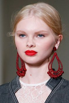 This earring does not seem to be doing much for this woman. If anything, it appears very apart from her.