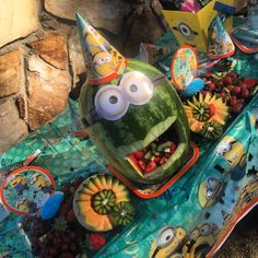 Minions fruit platter Watermelon Cakes, Fruit Creations, Baby Shower Cakes, Platter, Baby Showers, Minions, Party Ideas, Foods, Painting