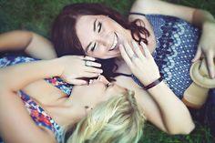 senior girl photography posing ideas #photography {plus best friend session ideas}