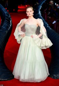 Elle Fanning Maleficent, Curvy Petite Fashion, Green Gown, Red Carpet Gowns, Red Carpet Fashion, Coco Chanel, Designer Dresses, Ball Gowns, Celebrity Style