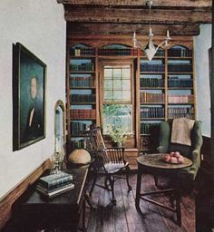 (̏◕◊◕)̋ beautiful old room. I like the blue backdrop in the bookcase and the worn wooden table and floors. Library Study Room, Library Corner, Cozy Library, Library Ideas, Style Anglais, Virginia Homes, Home Libraries, Keeping Room, Beautiful Space