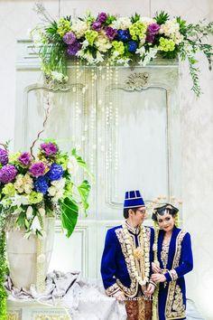Javanese Wedding Javanese Wedding, Indonesian Wedding, Wedding Poses, Wedding Attire, Wedding Dresses, Wedding Preparation, Wedding Decorations, Decor Wedding, Kebaya