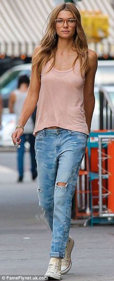 Chic Ways To Wear Tank Tops (7)