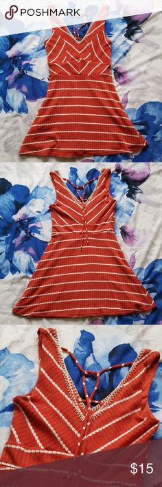 Size XS but fits S. New with no tags but never worn. Size XS but fits S. New with no tags but never worn. White Dress Summer, Casual Summer Dresses, Short Sleeve Dresses, Orange Bodycon Dress, Boho Beach Style, Short Sundress, Boho Floral Maxi Dress, Mini Shirt Dress, Sexy Party Dress