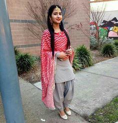 with that black nd pink chuni Dress Indian Style, Indian Dresses, Indian Wear, Indian Outfits, Patiala Salwar, Salwar Suits, Indian Suits Punjabi, Punjabi Girls, Punjabi Suits Designer Boutique