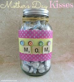Mother's Day Kisses Gift Jar! Diy Father's Day Gifts Easy, Diy Gifts In A Jar, Diy Gifts For Mothers, Mason Jar Gifts, Mother's Day Diy, Mothers Day Crafts, Happy Mothers Day, Homemade Gifts, Mother Day Gifts