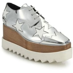 Stella McCartney Wood & Rubber-Platform Metallic Star Oxfords (€1.080) ❤ liked on Polyvore featuring shoes, oxfords, apparel & accessories, silver, metallic oxfords, wooden platform shoes, rubber sole shoes, platform shoes and cap toe oxford