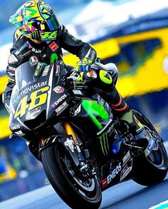 Sexy Motors and Lifestyle : Photo Valentino Rossi Yamaha, Valentino Rossi 46, Yamaha R1, Ducati, Yamaha Motorcycles, 3008 Peugeot, Peugeot 206, Course Moto, Yzf R125