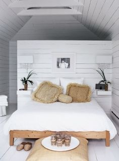 """Beachy Bedroom A sea of white creates the perfect casual retreat. In the boathouse's narrow upper-level bedroom, Michelle installed floating ledges flanking the bed. """"Having no tables or table lamps lends Scandinavian Bedroom, Scandinavian Style, Beach House Decor, Home Decor, Beach Houses, Suites, Beautiful Bedrooms, Dream Bedroom, Master Bedroom"""