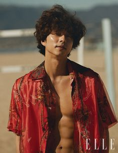 Gong Yoo charms in a new cover story for Elle Taiwan. The South Korean actor links up with photographer Hong Jang Hyun for the outing. Hot Korean Guys, Korean Men, Asian Actors, Korean Actors, Gong Yoo Shirtless, Gong Yoo Coffee Prince, Train To Busan, Goong Yoo, Goblin Gong Yoo