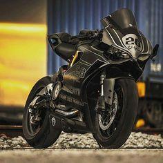 Bike Nations - Fails, Crash, Cops vs Bikers and much more! Ducati Motorcycles, Custom Motorcycles, Yamaha, Motos Sexy, Custom Sport Bikes, Motosport, Sportbikes, Street Bikes, Bike Life