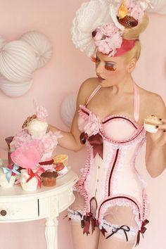 Le corset cupcake par Maya Hansen #look #style #actu #mode #beaute #tendance #fashion #BelledeJour #BelledeNuit #myfashionlove www.myfashionlove.com