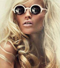 Hair color, sunglasses, lips! Ah