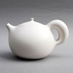 I love the unusual shape of the handle and spout. A very modern look.