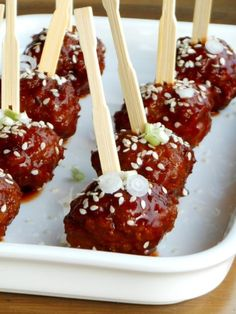 Indonesian meatballs in soy sauce I Love Food, Good Food, Yummy Food, Appetizer Recipes, Snack Recipes, Cooking Recipes, Snacks Für Party, Small Meals, Happy Foods