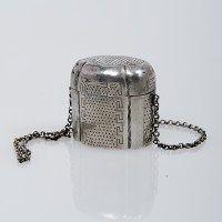 Antiek zilveren lodereindoosje met ketting