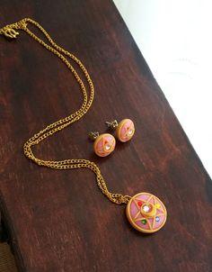 20% de descuento - Sailor Moon transformación broche inspirado polímero arcilla - estrella de cristal Broche collares y espárragos - Sailormoon joyería