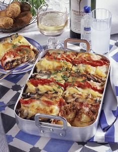 Our popular recipe for Greek Potato Moussaka and more than other free recipes on LECKER. Our popular recipe for Greek Potato Moussaka and more than other free recipes on LECKER. Potato Recipes, Meat Recipes, Benefits Of Potatoes, Greek Potatoes, Musaka, Best Meat, Alcohol Recipes, Healthy Eating Tips, Greek Recipes