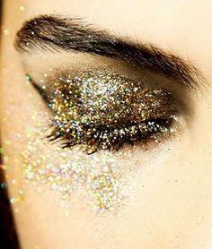 .gold glitter eye shadow