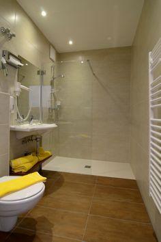 Badausstattung im Hotel Wachauerhof Alcove, Toilet, Bathtub, Bathroom, Standing Bath, Washroom, Flush Toilet, Bathtubs, Bath Tube