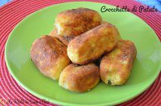 Le crocchette di patate sono indubbiamente un antipasto molto gustoso e di facile preparazione, un finger food semplice e ideale in ogni occasione.