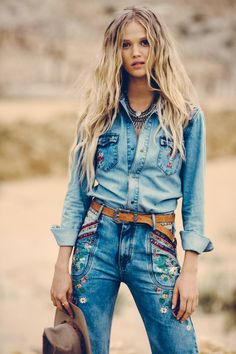 If you also extended being a hippies goddess, make sure you know all the principles and magnificence details on how to wear the boho-chic design and style development! Denim Fashion, Boho Fashion, Fashion Outfits, Womens Fashion, Fashion Trends, Estilo Cowgirl, Cowgirl Style, Bohemian Tops, Gypsy Style